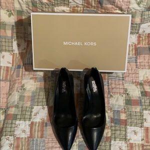 Michael Kors black leather pumps